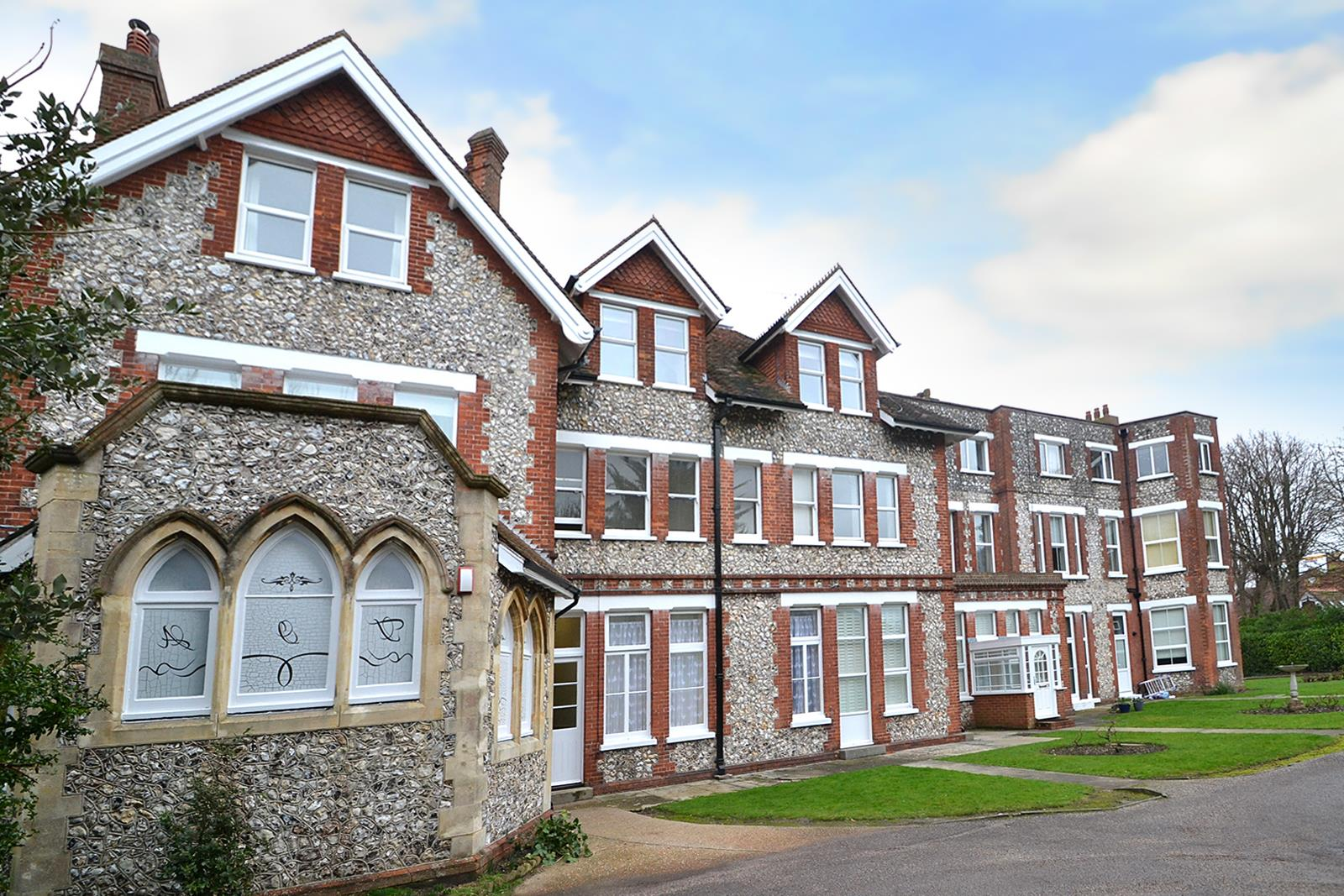 2 Bedrooms Flat for sale in Blackwater Road, Eastbourne